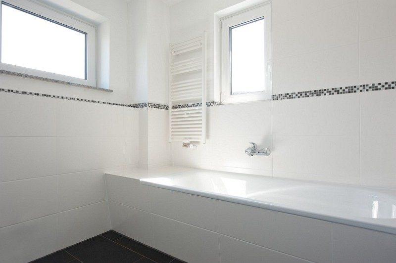Winkeler Strasse Bad Badewanne und Fenster in Wohnung nach Umbau