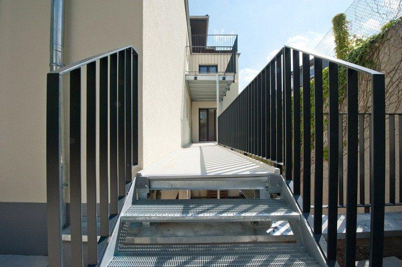 Winkeler Strasse Außenansicht Treppe nach Umbau