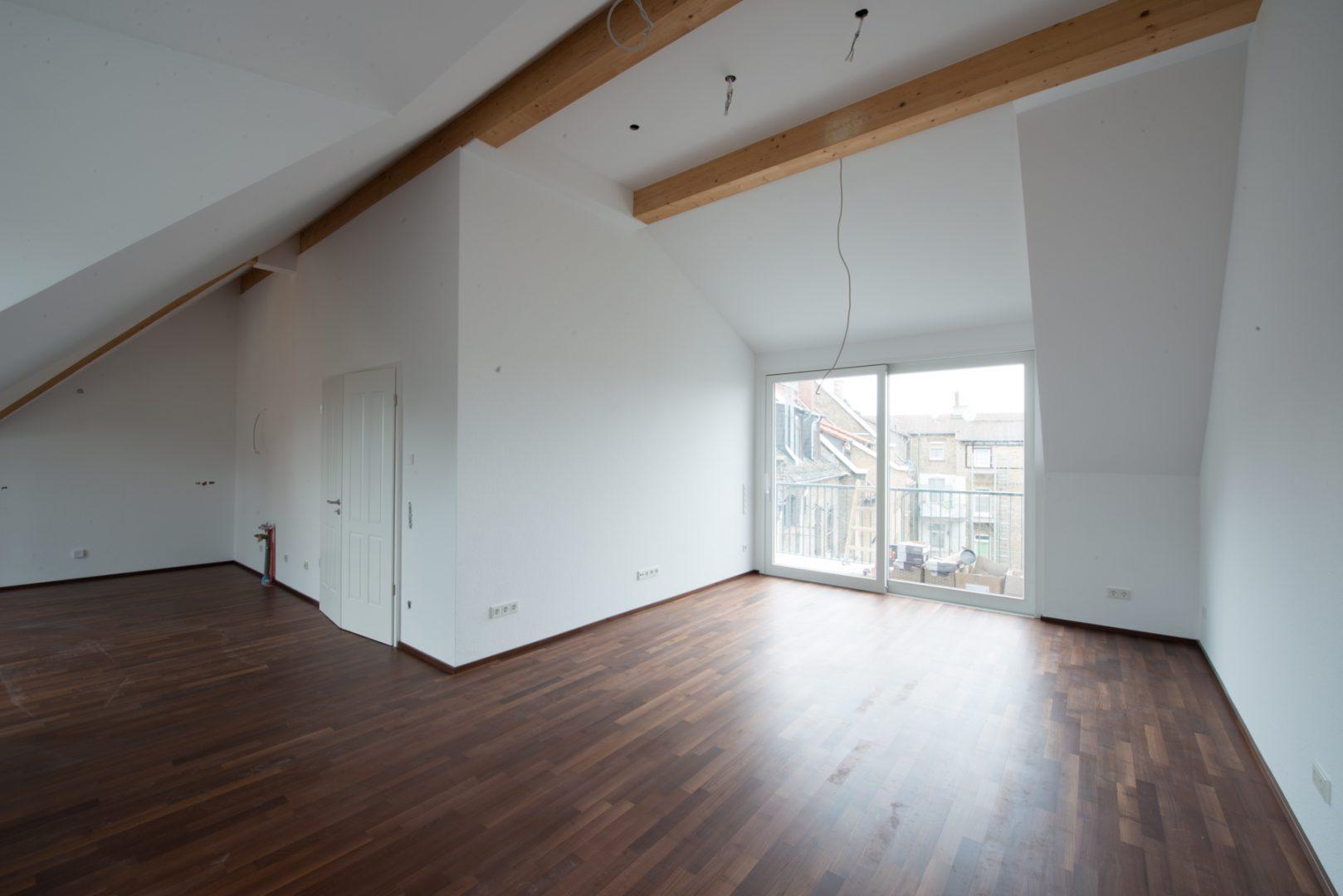 Neckarstrasse 1 geräumiges Zimmer Dachgeschoss