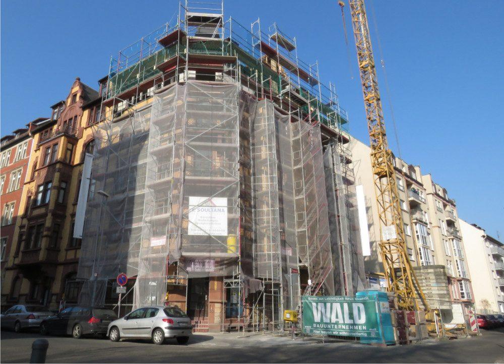 Neckarstrasse 1 Gebäude im Umbau mit Gerüst und Kran