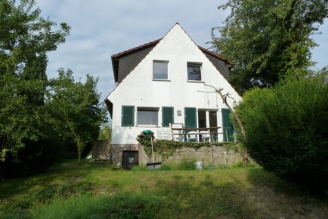 Kleines Haus, großer Garten in schöner Ortsrandlage, 65366 Geisenheim, Einfamilienhaus