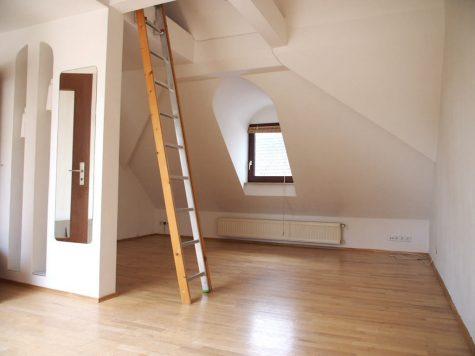Schlosspark-Nähe: Charmante, helle Dachgeschoss-Wohnung, 65203 Wiesbaden, Wohnung