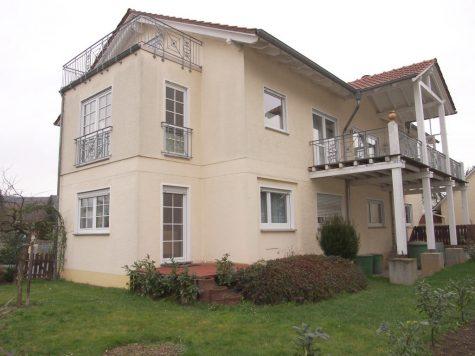 In Weinbergsnähe -Tolles großes freistehendes Haus mit vielen Möglichkeiten!, 65375 Oestrich-Winkel, Einfamilienhaus