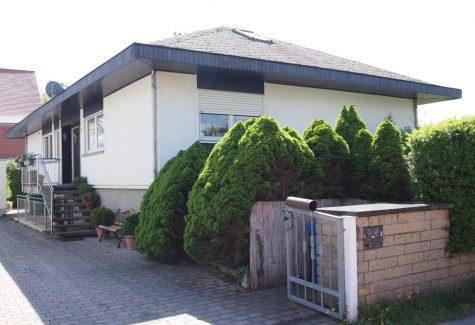 Lage, Lage, Lage! Freistehender Bungalow direkt an den Weinbergen in Oestrich-Winkel (Verkauft!), 65375 Oestrich-Winkel, Einfamilienhaus
