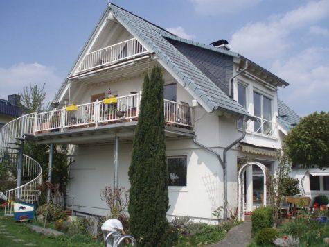Viel Platz in toller Blicklage !!! Freistehendes Haus mit schönem Garten und Schwimmteich, 65366 Geisenheim, Einfamilienhaus