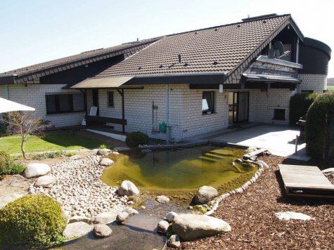 *Provisionsfrei* Großzügiges Architektenhaus mit Garten und Schwimmteich!, 65321 Heidenrod, Einfamilienhaus