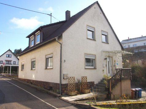 Großes freistehendes Haus mit weiter bebaubarem Grundstück, 65366 Geisenheim, Einfamilienhaus