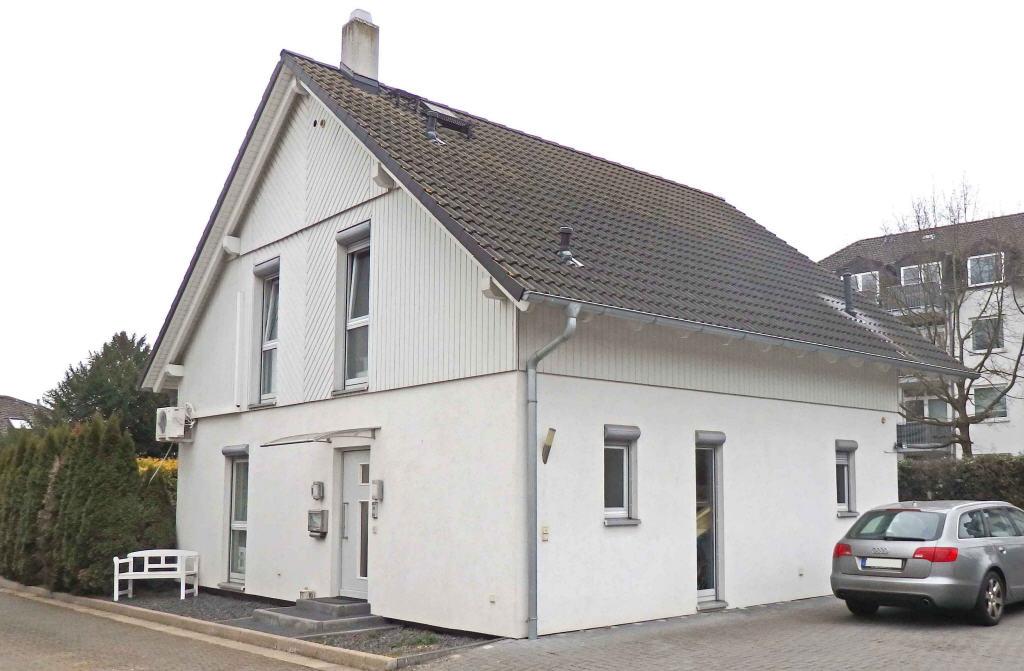 Mitten in Geisenheim: Modernes Stadthaus – freistehend, sonnig und hell, 65366 Geisenheim, Einfamilienhaus
