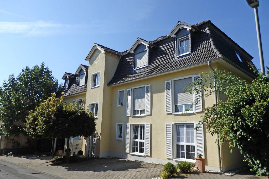 Tolle 3 Zimmer- Wohnung mit Aufzug, Süd- West Balkon und Blick !, 65347 Eltville am Rhein, Wohnung