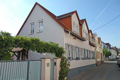 Großes ruhig gelegenes Haus mit ELW in Oestrich, 65375 Oestrich-Winkel, Einfamilienhaus