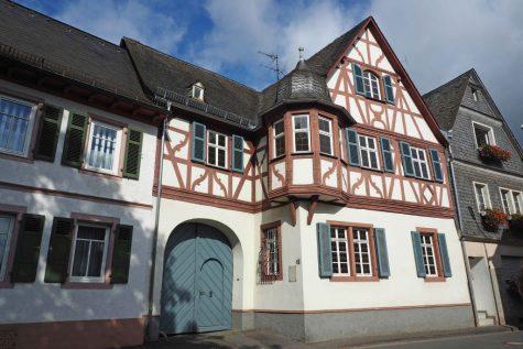 Ehemaliges historisches Weingut mit Ausbaupotential im Ortskern, 65375 Oestrich-Winkel, Einfamilienhaus