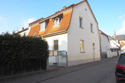 Geisenheim – zwischen Dom und Rhein: Charmantes Haus mit kleinem Süd Garten und Garage, 65366 Geisenheim, Doppelhaushälfte