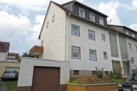 Haus mit 3 großzügigen Wohnungen in ruhiger und beliebter Lage von Geisenheim, 65366 Geisenheim, Doppelhaushälfte