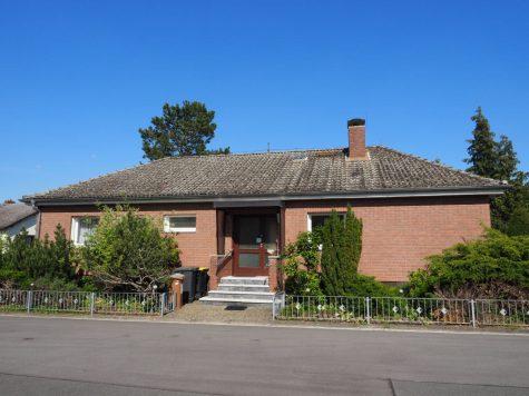 Großer, freistehender Bungalow auf schönem Grundstück, 55257 Budenheim, Einfamilienhaus
