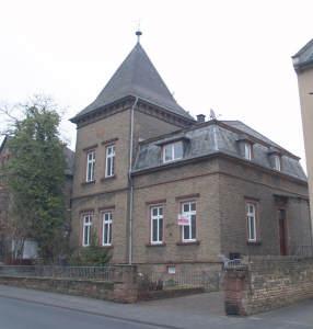 Villa + Baugrundstück (jetzt eingewachsener Garten), 65343 Eltville am Rhein, Einfamilienhaus