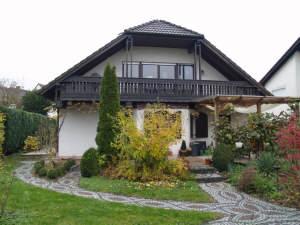 Freistehendes, großzügiges Einfamilienhaus mit schön angelegtem Garten, 65375 Oestrich-Winkel, Einfamilienhaus