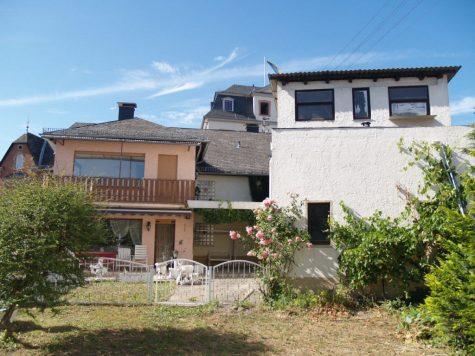 Freistehendes 1-3 Parteienhaus mit Nebengebäude und Garten, 65347 Eltville am Rhein, Mehrfamilienhaus