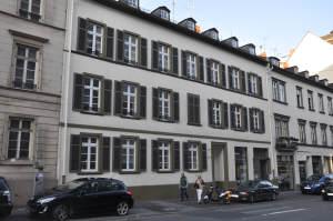 Nah an Kurpark und Wilhelmstr. !!! Stilgerecht sanierte Altbauwohnung, 65185 Wiesbaden, Wohnung