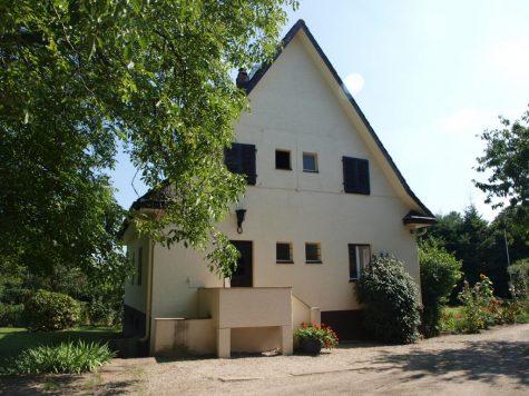 Landhaus auf 3.000 m² Grundstück + erhebliche weitere Flächen, 65396 Walluf, Einfamilienhaus