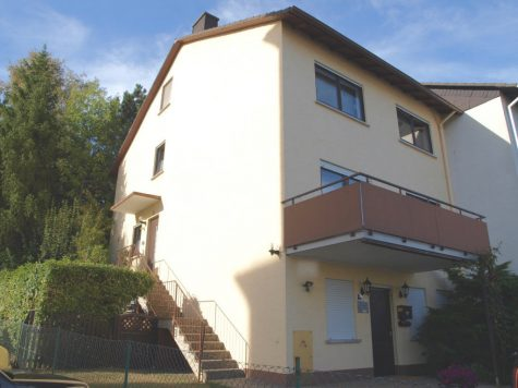 NATUR PUR: Mitten in Taunusstein, Haus mit ELW + Natur-Garten, 65232 Taunusstein, Einfamilienhaus