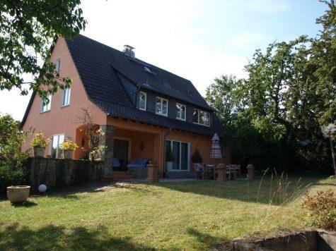 Exklusive großzügige Villa im Mittleren Rheingau, 65366 Geisenheim, Villa