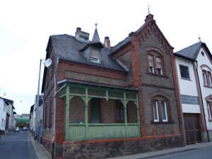 Altbauschätzchen im Dornröschenschlaf: Romantisches Backsteinhaus für Altbauliebhaber, 65375 Oestrich-Winkel, Einfamilienhaus
